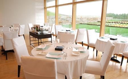 レストランの座席の写真