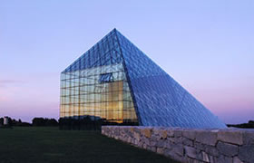 """ガラスのピラミッド """"HIDAMARI""""の写真"""
