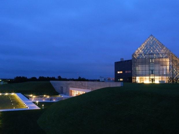 ガラスのピラミッド会場イメージ