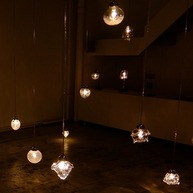 高臣大介 「gla_gla light show」2013 展示風景 © TAKATOMI Daisuke