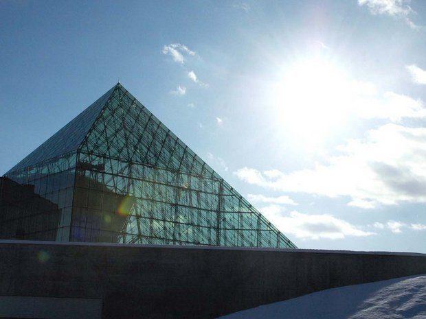 ガラスのピラミッド冬